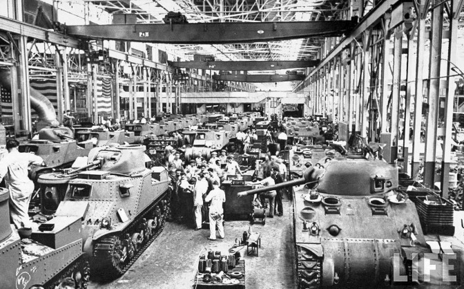 life-detroit-car-makers-world-war-II-1942_8_chrysler-tanks