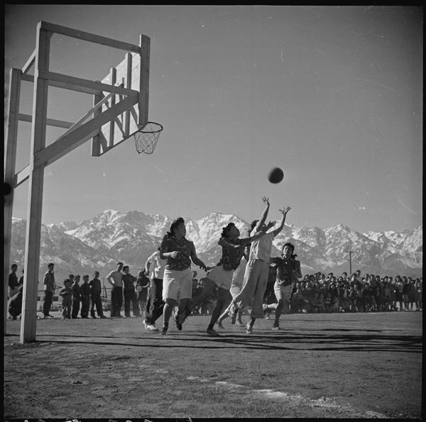 Manzanar_Basketball01_NARA_536936