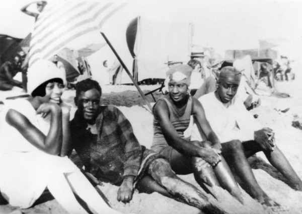 Caption reads: 'Grace Williams, Albert Williams, Mary Mingleton, Willie Williams (no relation) in the segregated section of Santa Monica beach known as the Ink Well' | Shades of L.A. Collection, Los Angeles Public Library