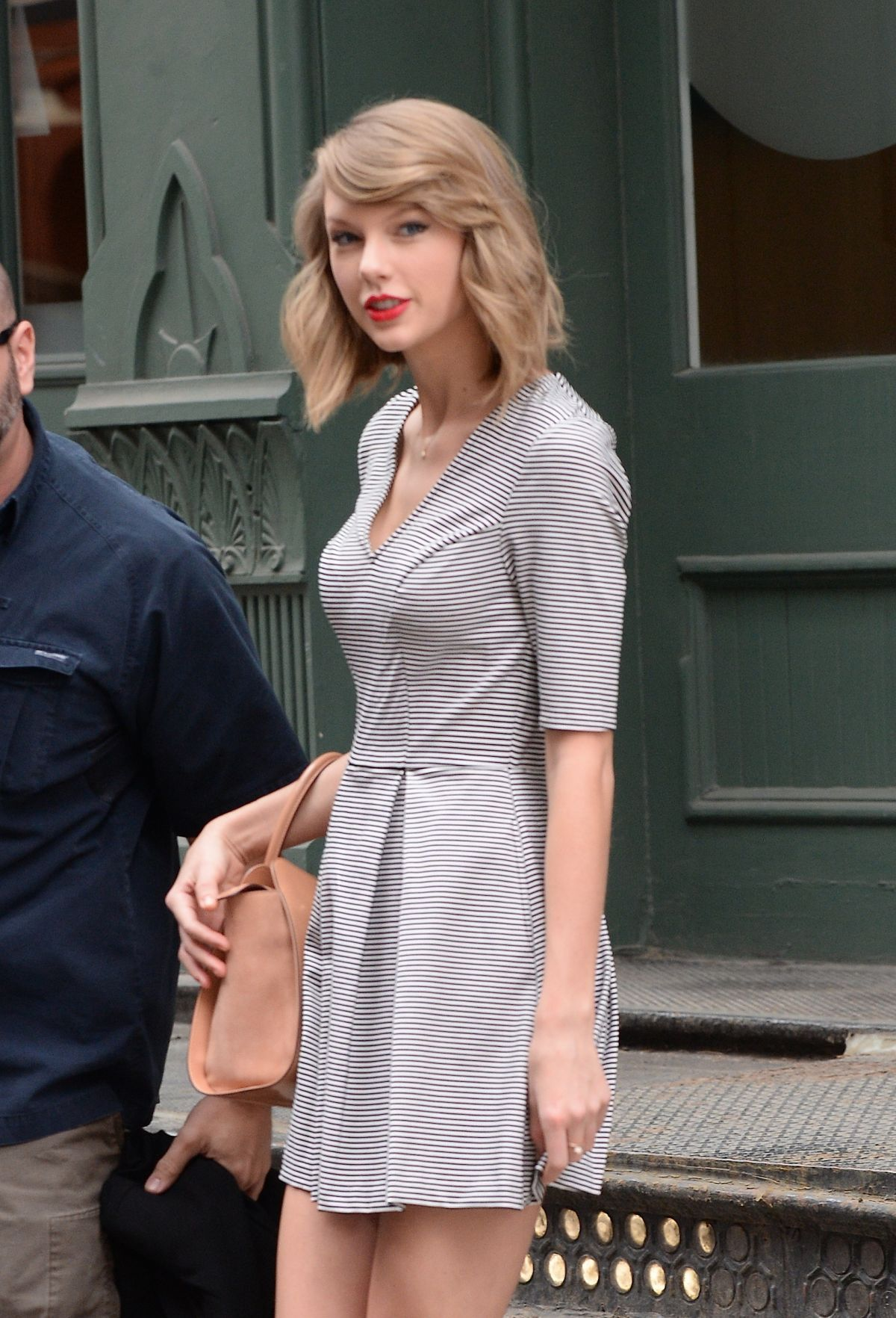 89a369cf86 taylor-swift-out-in-new-york-1104 2