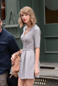 taylor-swift-out-in-new-york-1104_2