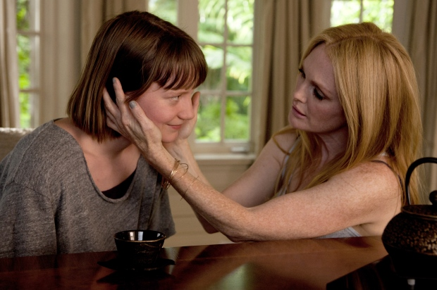 mia-wasikowska-and-julianne-moore-maps-to-the-stars