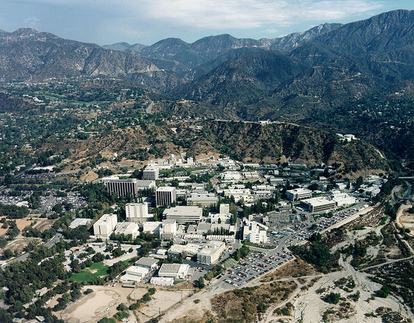 Jet Propulsion Laboratory in the upper Arroyo Seco and San Gabriel Mountains foothills | Photo: Wikimedia Commons