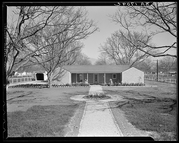 The design of El Monte and San Fernando homesteads were lauded for their effective use of form and function | Photo by Dorothea Lange. Courtesy of Library of Congress, Prints & Photographs Division, FSA/OWI Collection, [LC-USF34-T01-001709]