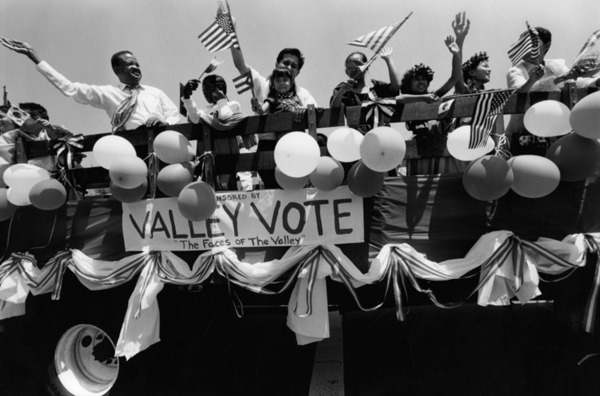 a Memorial Day Parade float sponsored by Valley VOTE, who led the campaign for the San Fernando Valley to secede from Los Angeles   Los Angeles Neighborhoods Collection, Los Angeles Public Library