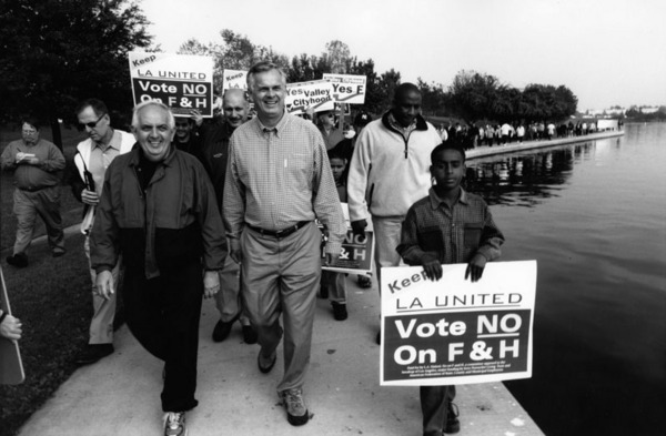 Los Angeles Mayor James Hahn leads an L.A. United demonstration against Valley secession at Lake Balboa, 2002   Los Angeles Neighborhoods Collection, Los Angeles Public Library