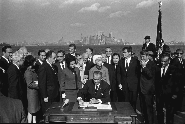 Immigration_Bill_Signing_-_A1421-33a_-_10-03-1965