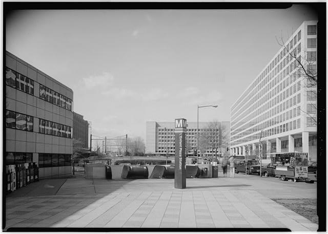 L'ENFANT PLAZA METRO STATION ENTRY IN FORMER RESERVATION NO. 200 WITH RESERVATION NO. 113 IN BACK GROUND, LOOKING WEST. - Maryland Avenue, Washington, District of Columbia, DC, Historic American Buildings Survey, Prints and Photographs Division, Library of Congress