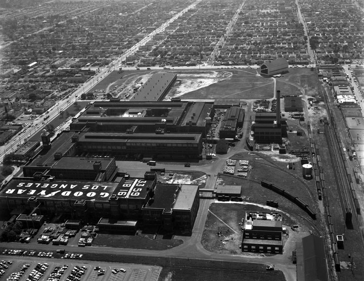 Located on Central Avenue and Florence, the closure of the Goodyear plant in 1980 left many Black workers in the area without jobs. Photo by Kelly Howard, 1957. Courtesy of the Los Angeles Public Library.