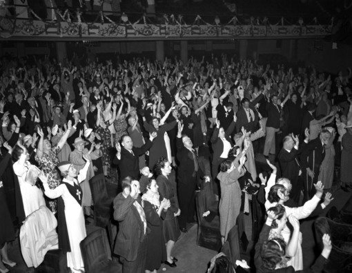 Congregants raise their hands inside Aimee Semple McPherson's Angelus Temple. Courtesy of the Los Angeles Times Photographic Archive. Department of Special Collections, Charles E. Young Research Library, UCLA.