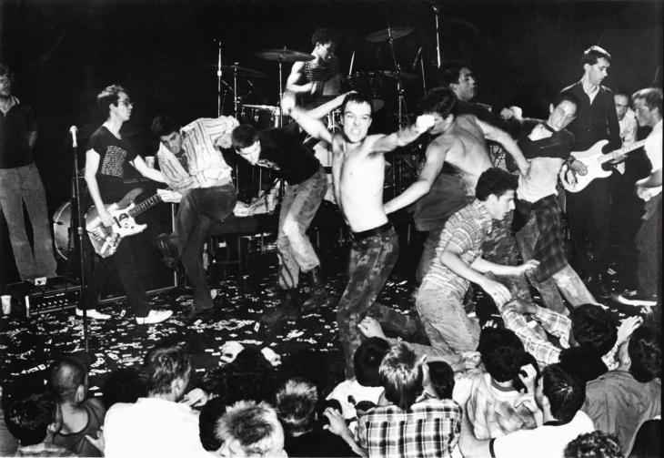 punk_dead_kennedys_crucified1980