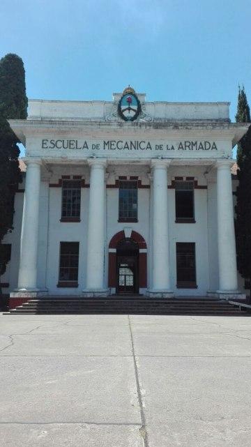 Edificio_4_columnas_Ex-ESMA_2